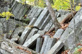 Columnar basalt on Ossipee.jpg